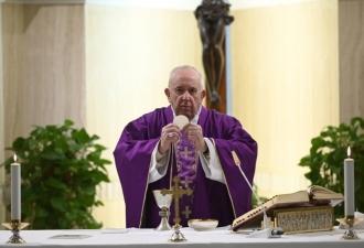 Papa reza pelas pessoas que ga...