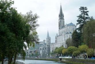 Gruta do Santuário de Lourdes ...