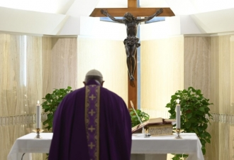 O Papa: rezo pelos anciãos que...